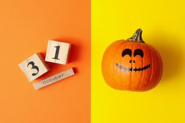 Тыквенно-деревянный календарь с 31 октября на двух тонах