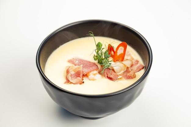 Тыквенный крем-суп в черной карете.