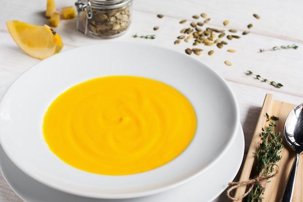 カボチャのクリームスープ-プレート