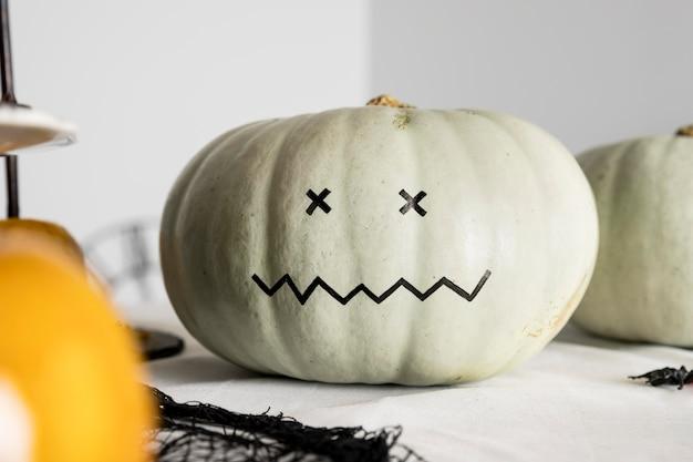 Тыквенное украшение для хэллоуина