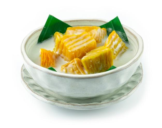 甘いココナッツミルクのカボチャタイのデザート料理おいしく簡単な本物のタイ料理のサイドビュー