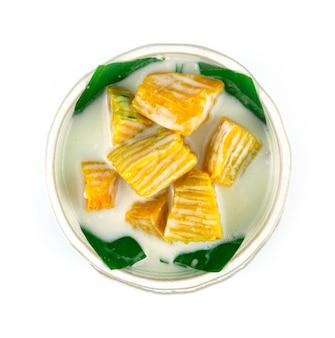 甘いココナッツミルクのカボチャタイのデザート料理おいしく簡単な本物のタイ料理のトップビュー