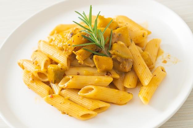 Тыква пенне паста альфредо соус - веганский и вегетарианский стиль питания