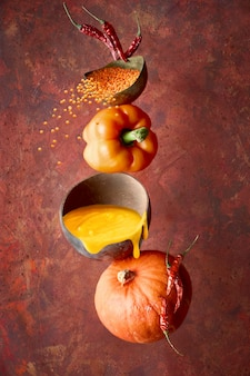 Суп из тыквы, перца и чечевицы и его ингредиенты, баланс