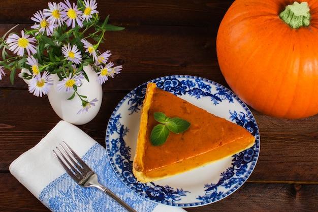 Pumpkin pie and flowers