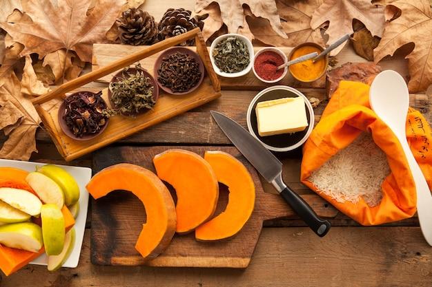 カボチャは菜食主義の糖尿病のパイを調理するために準備しました。スポーツライフスタイルのための健康食品。