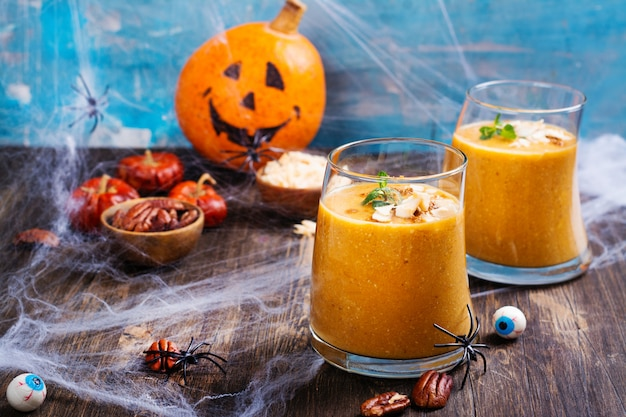 Pumpkin smoothie with coconut chips, cinnamon and mint