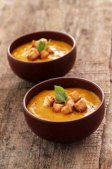 Тыквенный суп в миске
