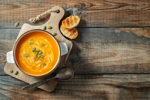 Pumpkin soup with croutons and cream.