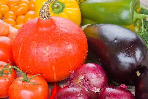 Тыква с овощами - помидорами, луком и баклажанами