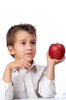 그의 사과를 감탄하는 학생