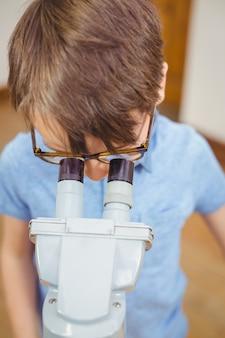 학생 클래스에서 현미경을 통해 찾고