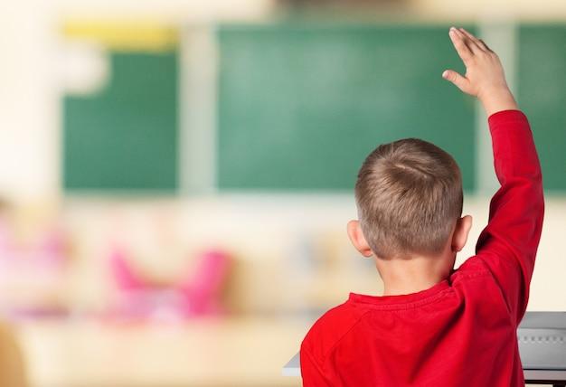 수업, 교육 및 학교 개념 중 팔을 올리는 학생