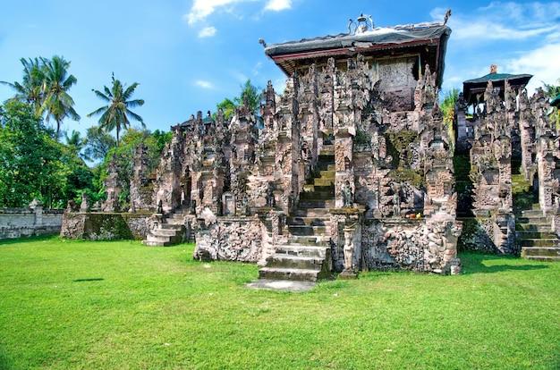 Pura beji、インドネシア、バリ、ロビナ。