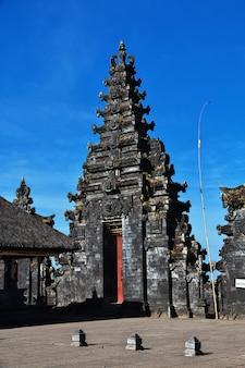 Храм пура бесаких на бали, индонезия