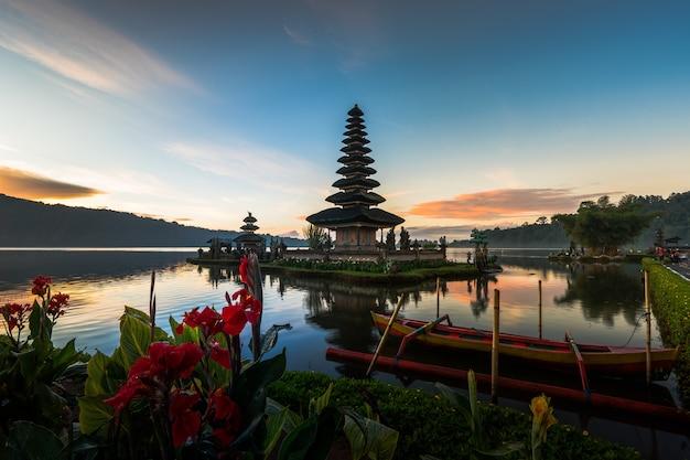 Pura ulun danu bratan temple in bali island