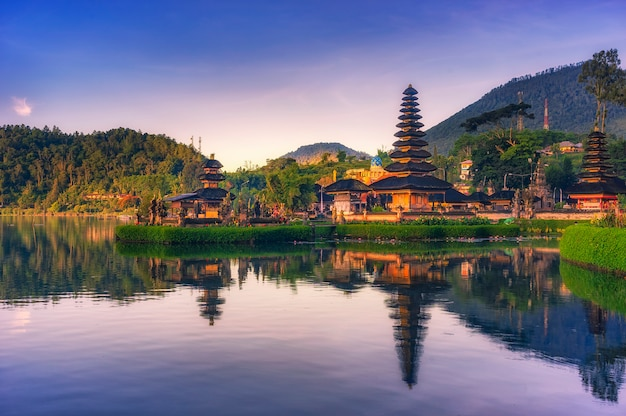Pura ulun danu bratan temple in bali Premium Photo