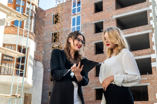 새 주택 구입 또는 임대. 판매자와 구매자 간의 서면 계약