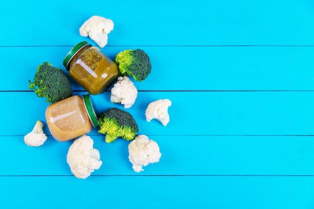 Пюре для малышек с овощами. выборочный фокус. еда