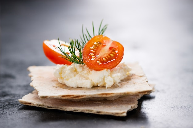 Puree with tomatoes and cookies underneath