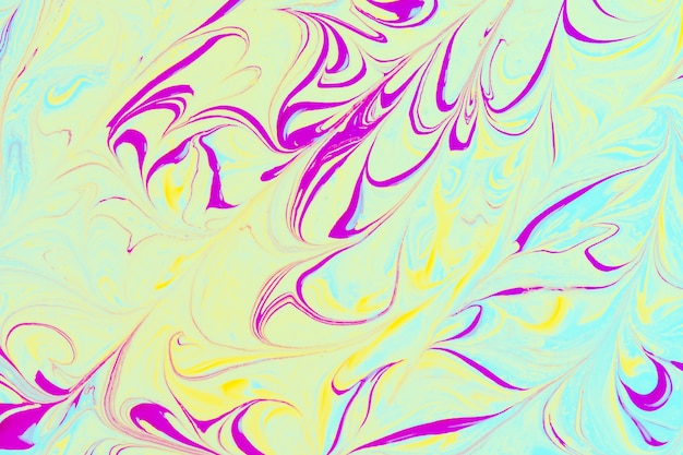 Фиолетовые абстрактные линии на зеленом фоне