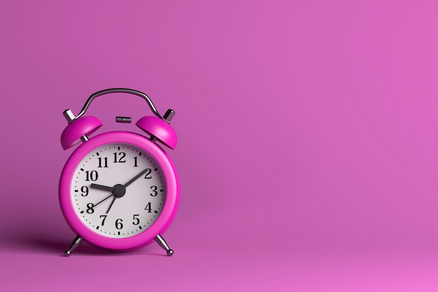 Фиолетовый будильник на розовом фоне