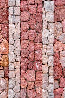 紫とピンクの大理石の石の壁のテクスチャグリッド不均一なレンガのデザインスタック
