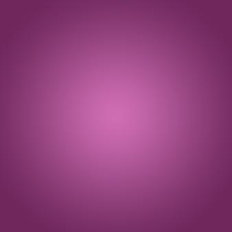 Фиолетовый фон с розовым градиентом прожектора размытого света