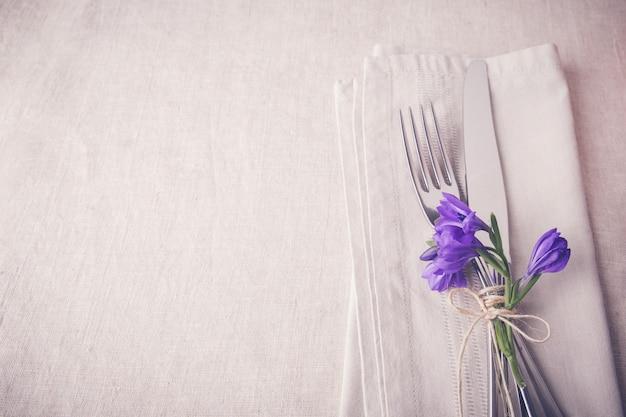 Purple blue flower table place setting on linen