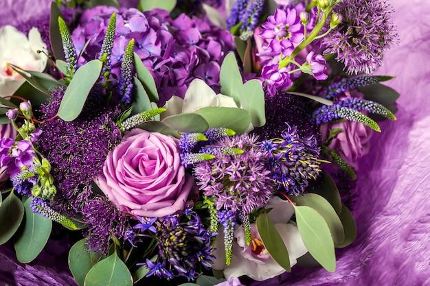 Фиолетовый букет самых разных цветов