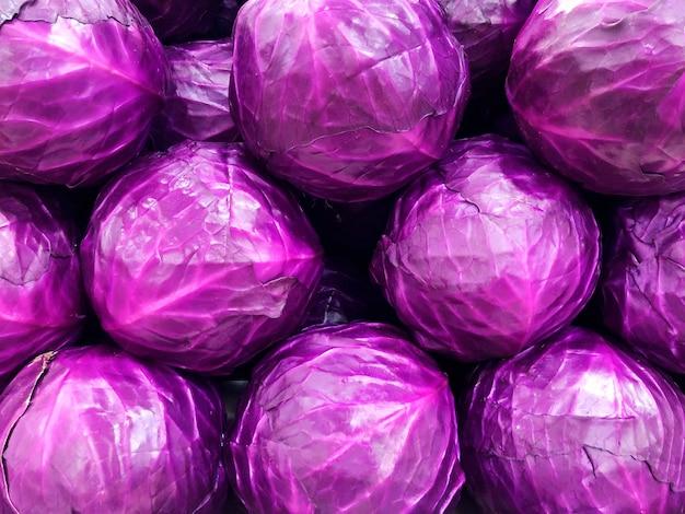 Фиолетовая капуста в супермаркете