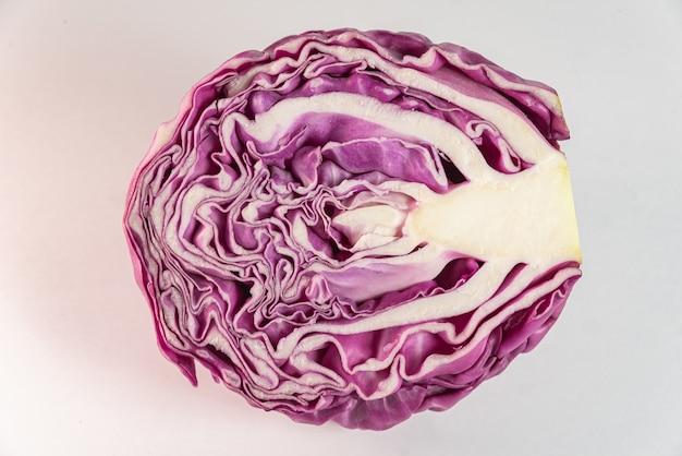 Cavolo viola sul tavolo