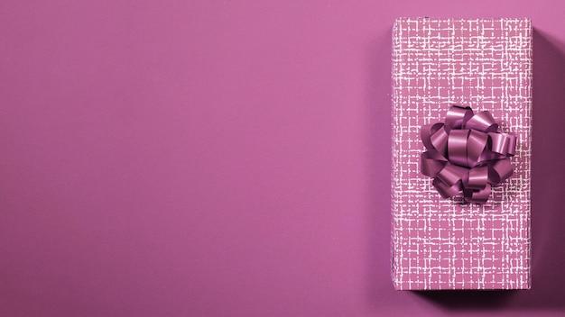 Фиолетовая подарочная коробка