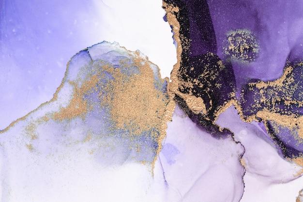 紫金抽象背景的大理石水墨画在纸上。