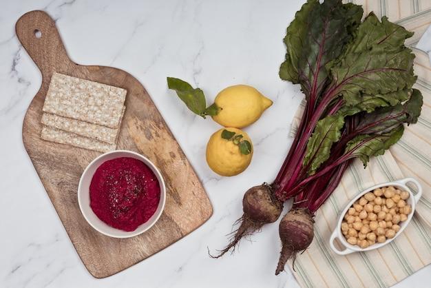 붉은 양배추를 곁들인 보라색 후무스, 보라색 양배추, 다이어트에 이상적인 간식