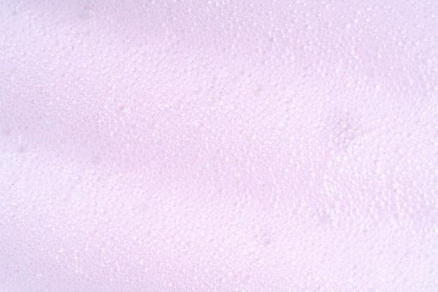 紫色の洗濯物の噴煙。泡と泡マクロ背景