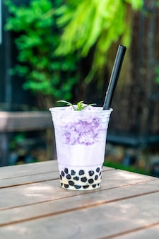 Фиолетовый картофель чай с пузырем Premium Фотографии