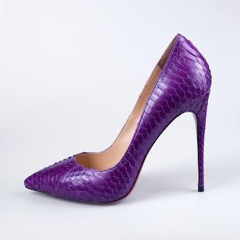 白地に紫の靴