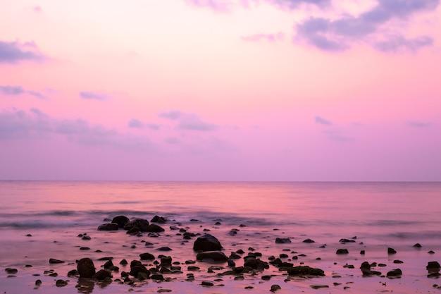 Фиолетовый закат на море, длительная выдержка