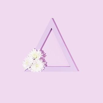 메시지에 대한 파스텔 backgroundcreative copyspace에 보라색 삼각형과 흰색 데이지 꽃
