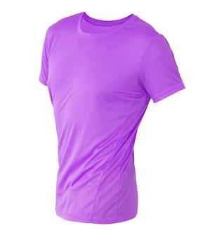 あなたのデザインのモックアップの白い背景で隔離の目に見えないマネキンの紫色のtシャツテンプレート