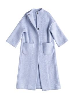 Фиолетовое женское пальто на белом фоне
