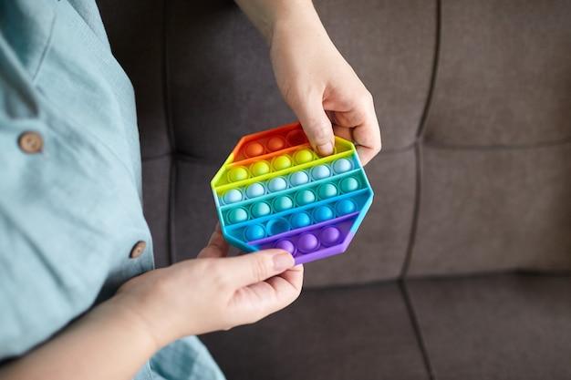 ポップバブル感覚そわそわおもちゃ八角形の形を手で押す