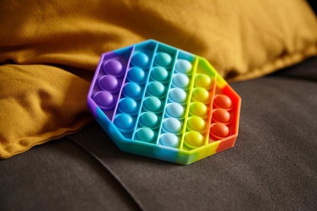 ポップバブル感覚そわそわおもちゃ八角形の形を枕に押してください