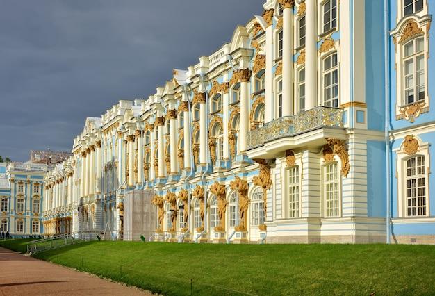 プーシキンサンクトペテルブルクロシア09032020エカテリーナ宮殿のファサードの断片