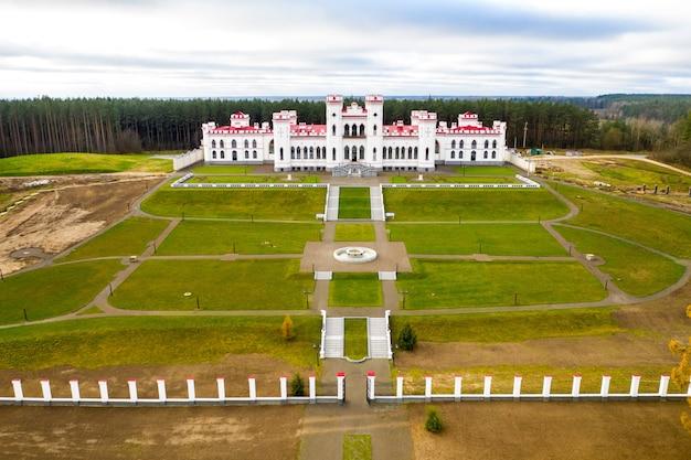 Пусловский дворец. осенний коссовский замок в беларуси.