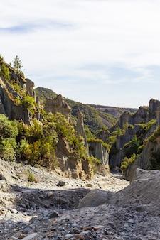 Путангируа вершины. крутые скалы северного острова, новая зеландия