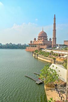 Мечеть путра в путраджайе, малайзия
