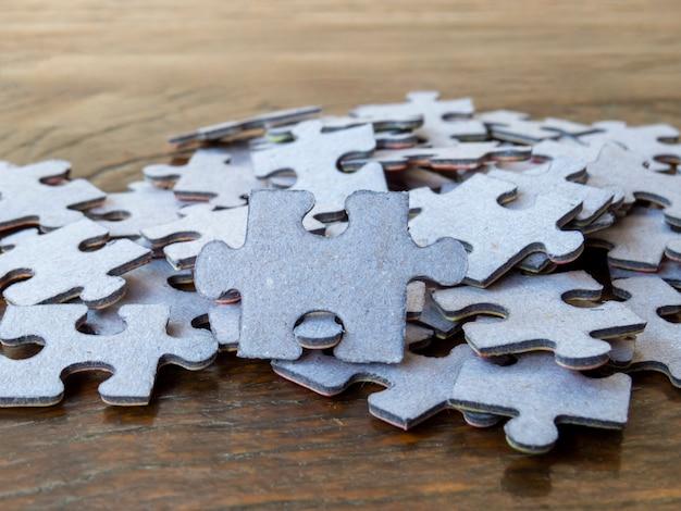 Кусочки головоломки. концепция решения проблем.