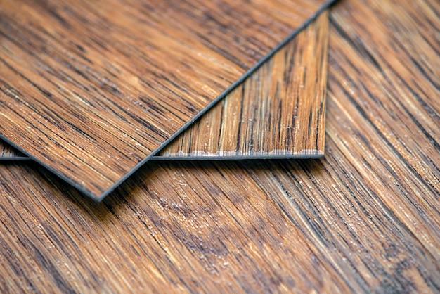 塩ビビニールサンプルビニール床見本は茶色で、木質のテクスチャコピースペースがあります